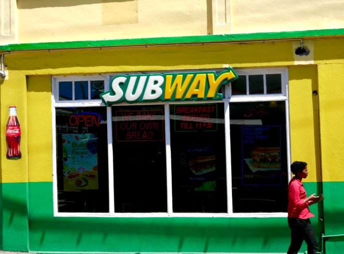 Color yellow in the Subway logo